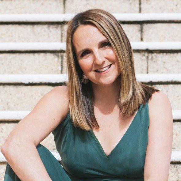 The Women's Business School Graduate – Karen Dennett, Engaging Education